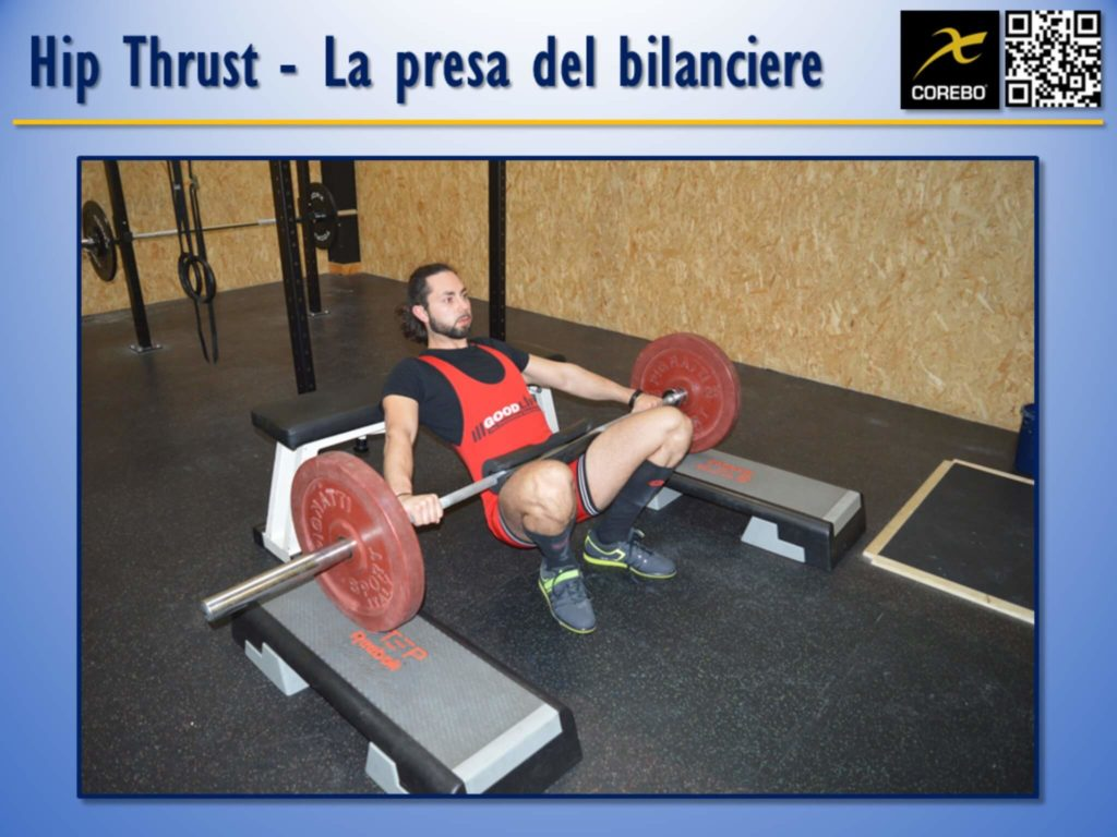La presa delle mani al bilanciere all'Hip Thruster