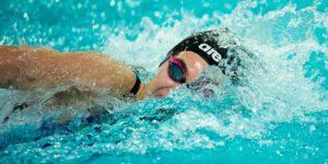 Il nuoto: benefici e falsi miti