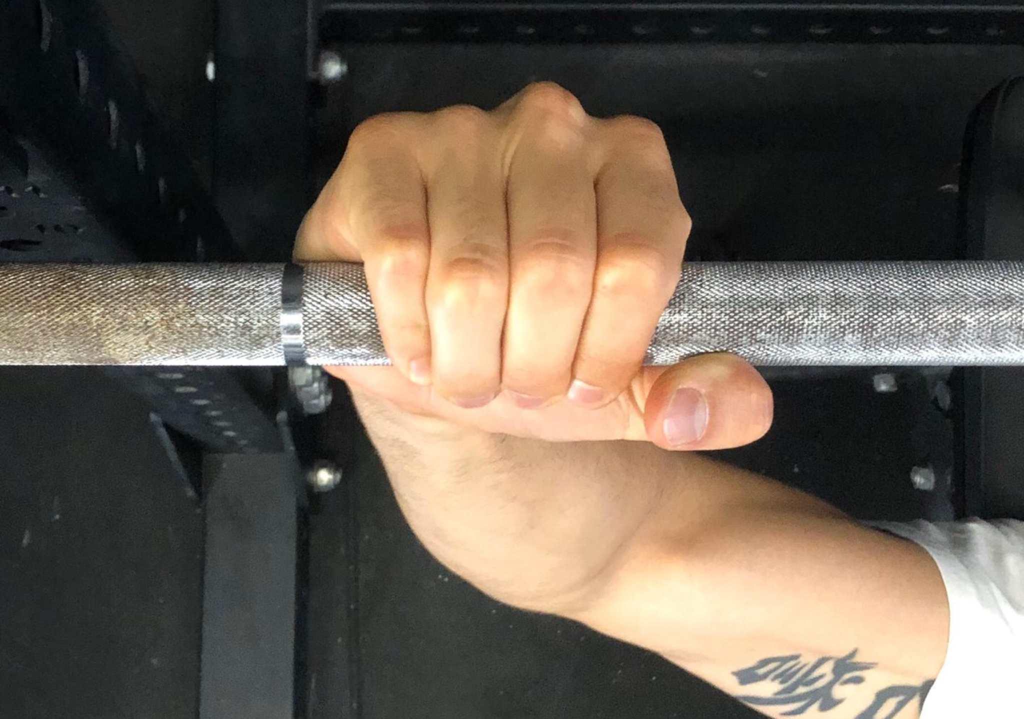 Come impugnare gli attrezzi in sala pesi